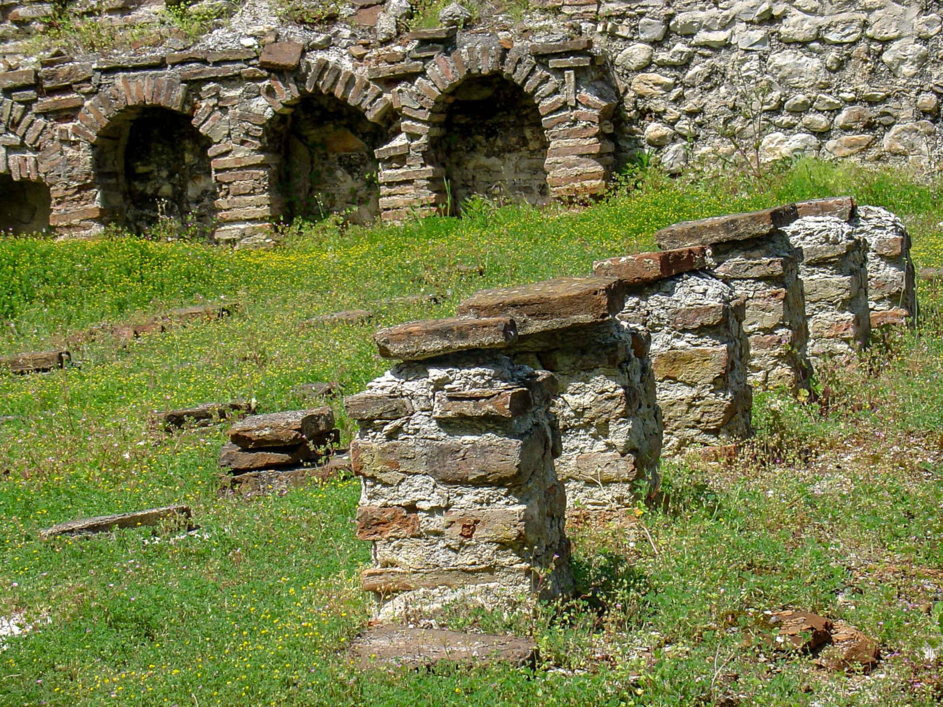 Roman heating system was actually one of the many ancient Greek inventions.